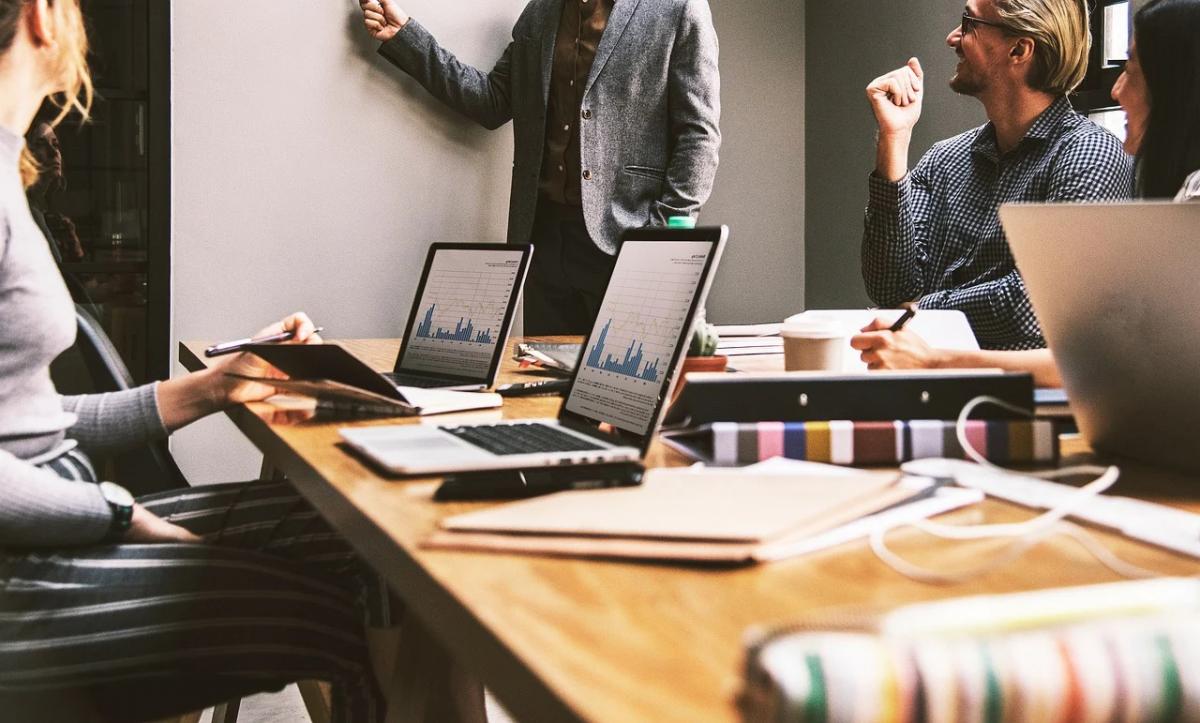 marketing team setting goals